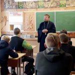 «Жизнь – чистый родник»: беседа священника и психолога с учащимися Червенского строительного лицея