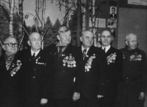 Даніла Абрамовіч (крайні справа) у час сустрэчы з сябрамі-ветэранамі.