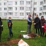 Экзарший инклюзивный хор «Радость души» высадил в Минске аллею из 30 деревьев