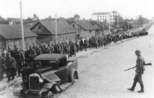 Калона палонных у Мінску. 1941 г.